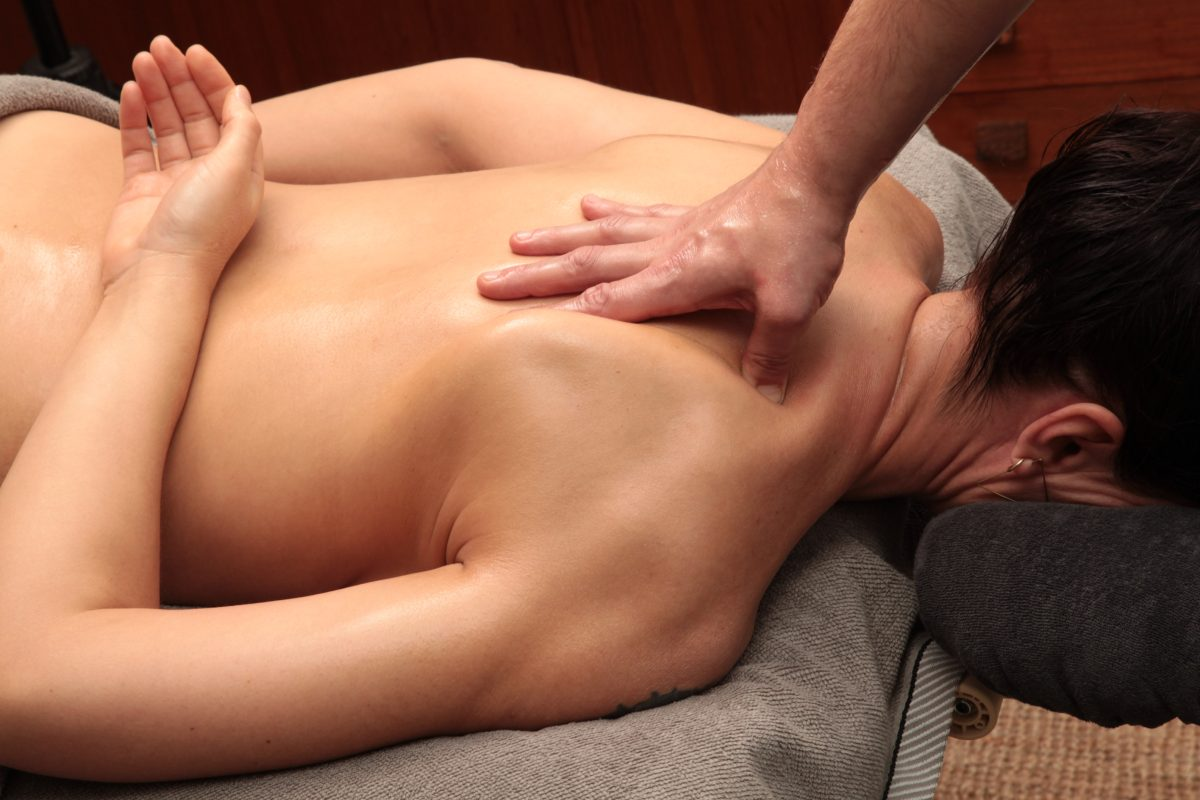 Back neck and schouder massage by Arigato